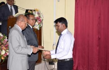 Newly registered veterinarains receiving certificate_5